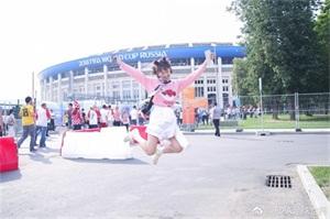 在世界杯决赛之前,李子璇和欧文舞(球)技